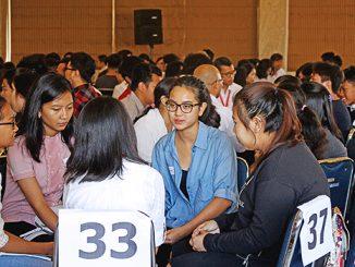 Sharing kelompok dalam Seminar Hidup Dalam Roh.[HIDUP/Stefanus P. Elu]