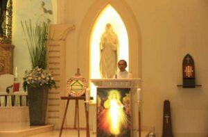Romo Bernadus Boli Ujan SVD memimpin Vesper pembuka Asian Liturgy Forum. HIDUP/Antonius E. Sugiyanto