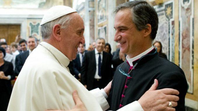 Paus Fransiskus bertemu Pater Dario Edoardo Viganò. pt.radiovaticana.va