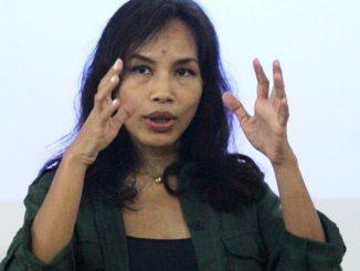 Novelis Ayu Utami berbagi cerita proses kreatif menulis novel. (HIDUP/Stefanus P. Elu)