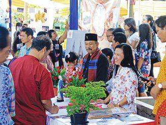 Bazar umat Paroki Kampung Sawah.[HIDUP/Antonius E. Sugiyanto]