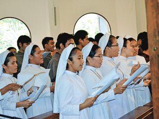 Kor para suster di Rumah Pembinaan Fransiskan Nagahuta saat Perayaan Ekaristi.[Fr Dani Manik OFMCap]