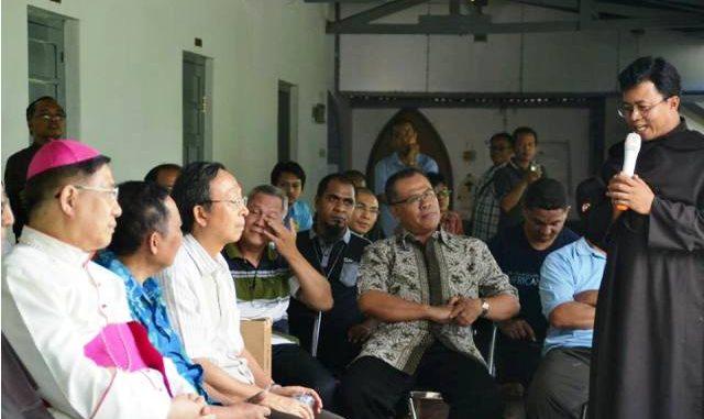 Provinsial Ordo Karmel Indonesia Romo Ignasius Budiono OCarm sedang memberikan sambutan. (Br Antonius Mungsi OCarm)