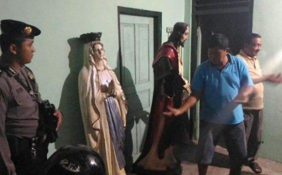 Patung Yesus dan Maria yang dirusak.[joglosemar.co]