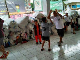 PMKRI memberikan trauma healing kepada anak-anak dengan permainan sepak bola. (Sumber Foto: Bernadus Tri Utomo)