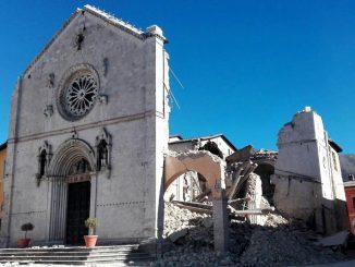Basilika St Benediktus di Norcia hancur setelah dilanda gempa pada (Radio Vatikan)