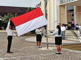 Upacara bendera di halaman Gereja St Paulus Pekanbaru, Riau.[Dok. Komsos Paroki St Paulus]