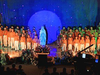 "Penampilan anak Panti Asuhan Vincentius Putra dalam konser bertajuk ""Saat Bunda Datang Jiwaku Tenang"".[HIDUP/A. Aditya Mahendra]"