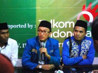 Aminuddin Ma'ruf (Sedang memegang pelantang) (Sumber foto: www.nu.or.id)
