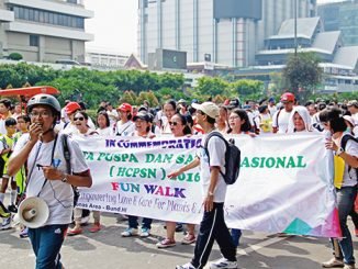 Jalan santai karyawan Yayasan Tarakanita Jakarta.[HIDUP/Antonius E. Sugiyanto]