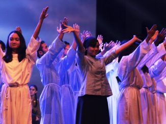 """Salah satu adegan dalam pementasan drama musikal """"Sapta Kirana bagi Nusantara"""" (HIDUP/Antonius E Sugiyanto)"""