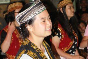 Siswi SMA Sang Timur Tomang dalam kegiatan kesenian selama live in