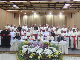 Ketua Umum PGI, Pendeta Henriette T. Hutabarat-Lebang bersama peserta Sidang Tahunan KWI  (Foto: HIDUP/Yanuari Marwanto)
