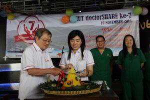 Pendiri DoctorShare, dokter Lie. A. Dharmawan dan Sekretaris Jenderal DoctorShare, Marselina Mieke Iskandar (kiri-kanan). (Foto: HIDUP/Yanuari Marwanto)