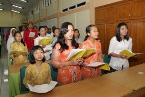 Kor Panti Asuhan St Yusup mengiringi Misa Pembukaan Pertemuan Nasional FMKI X (Foto: HIDUP/Yanuari Marwanto)