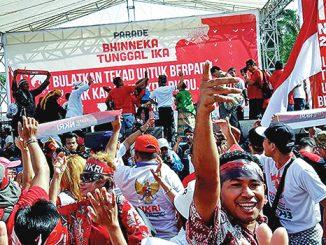 Massa di depan panggung utama Parade Bhinneka Tunggal Ika.[Dok.Pribadi]