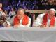 Paus Fransiskus bersama Presiden LWF Uskup Munib A. Younan menandatangani deklarasi bersama.[66.media.tumblr.com]