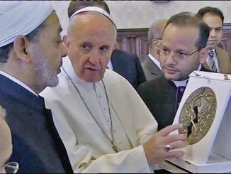 Paus Fransiskus dan Syekh Ahmed Al-Tayyib.