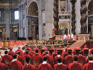 Suasana Misa Pentakosta di Basilika St Petrus Vatikan, Minggu, 15/5.[zimbio.com]
