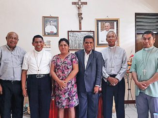 Mgr Dominikus Saku bersama tiga uskup Timor Leste dan Konsultan Timor Leste untuk Indonesia.[Inosensius Nahak]