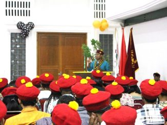 Pengurus Pusat Perhimpunan Mahasiswa Katolik Reublik Indonesia Juventus Prima Yoris Kago berbicara di hadapan anggota baru PMKRI Cabang Jakarta Pusat. [HIDUP/Steve Elu]
