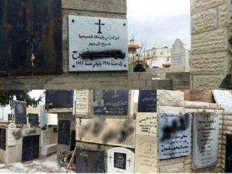 Coret-coretan dalam Bahasa Arab di pemakamam Kfar Yassif. Foto ini sengaja memburamkan coret-coretan itu karena kata-katanya berisi hujatan, cabul, kasar dan ungkapan kebencian. [en.lpj.org]