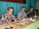 (Dari kiri-kanan), Sarwono Kusumaatmadja, Jusuf Suroso, dan Paulus Wirutomo. (Darius Lekalawo)