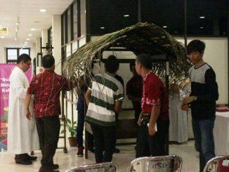 Kandang Natal kosong diberi atap jerami. (Dok. CM Sanata Dharma).