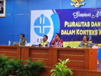 """Pemaparan Sesi Pertama dalam Seminar Nasional """"Pluralitas dan Minoritas dalam Konteks Kebangsaan"""" di Auditorium Widya Graha LIPI, Jakarta, Kamis, 1/12. (HIDUP/A. Nendro Saputro)"""