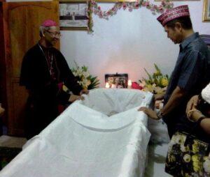 Ibu Mgr Paskalis Bruno Syukur sebelum dimakamkan.Dok Pribadi