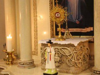 Patung dan relikui St Andreas Kim Taegon dari Korea (HIDUP/Marcella A. Vieba)