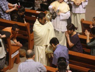 Adorasi dalam Misa Hari Raya Epifani di Gereja Kristus Raja Pejompongan (Antonius E. Sugiynato)
