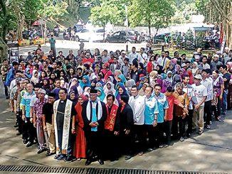 Peserta doa bersama di Taman Ekspresi Sempur Bogor.[HIDUP/Aloisius Johnsis]