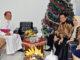 Walikota Banjarmasin Ibnu Sina bersama Mgr Petrus Boddeng Timang[HIDUP/Dionisius Agus Puguh Santosa]