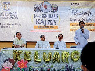Rektor Seminari Menengah Wacana Bhakti, Romo A. Andy Gunardi, Mgr Suharyo, Romo Purbo, dan Frater Antonius Arfin Samosir.[Carolus Budhi P.]