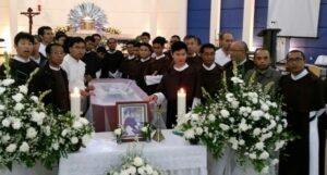 para frater di dekat jenazah kolegia mereka Frater Angelus CSE-dok.CSE