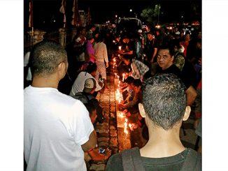 Lilin-lilin yang menyala untuk mendoakan para korban human trafficking.[Cornelis Selan]