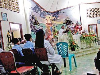 Para suster dan pastor mengikuti rekoleksi.[HIDUP/Sr Ivonne PRR]