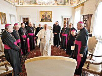 Paus Fransiskus bertemu para uskup dari Serbia, Kosovo, Montenegro, dan Makedonia.[Radio Vatikan]