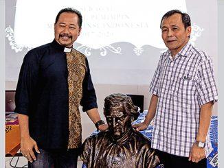 Pastor Agustinus Handoko MSC (kiri) dan Yohannes Herman Joseph Luntungan MSC (kanan).[Romo Berty Tijow MSC]