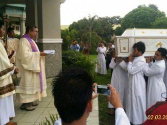 Jenazah Pater Hendricus Dori Wuwur SVD ketika tiba di STF St Paulus Ledalero-Dok. STF Ledalero