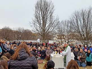 Misa solidaritas bagi umat Islam di Lafayette Square.[americamagazine.org]