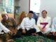 Mgr Pidyarto saat melawat KH Hasyim di kediamannya/ Dok. pribadi