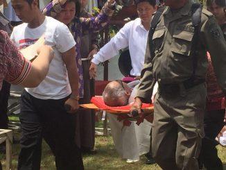 Mgr Paskalis Bruno Syukur OFM sesaat setelah pingsan