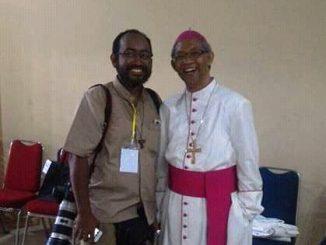 Mgr Paskalis dan Br Tri sesaat sebelum Misa Tahbisan Uskup Sintang