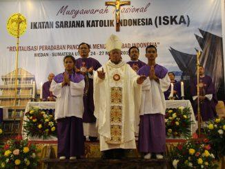 Mgr Anicetus dalam Misa Pembukaan ISKA/Yusti H. Wuarmanuk
