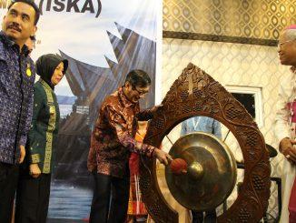 Mentri Hukum dan HAM Yasonna Hamonangon Laoly membuka Musyawarah Nasiona Ikatan Sarjana Katolik 2017 di Catholic Center Medan, Jalan Mataram Jumat,24/3/2017/Yusti H.Wuarmanuk