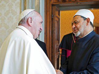 Paus Fransiskus saat menerima kunjungan Imam Besar Universitas Al-Azhar, Sheikh Ahmed Mohamed el-Tayyeb.[cnsttopstories.com]