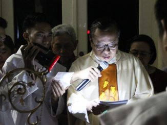 Mgr Suharyo menjelang Liturgi Pemberkatan Lilin Paskah di Kapel Carolus Borromeus Jakarta Pusat (AES)