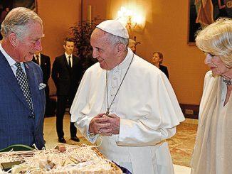 Pangeran Charles saat bertemu dengan Paus Fransiskus.[franciscanmedia.org]